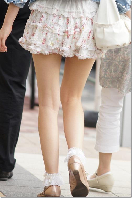 【ミニスカ絶対領域エロ画像】パンツが見えてなくても抜けそうなミニスカートのお姉さん画像(50枚)41-s