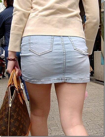 【ミニスカ絶対領域エロ画像】パンツが見えてなくても抜けそうなミニスカートのお姉さん画像(50枚)42-s