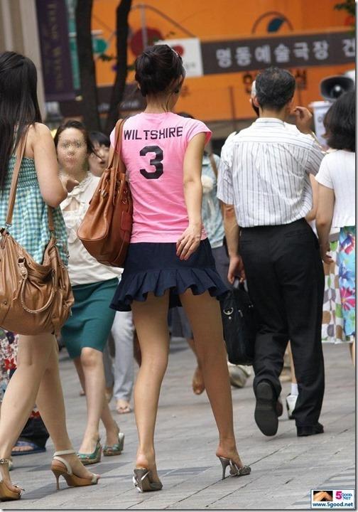 【ミニスカ絶対領域エロ画像】パンツが見えてなくても抜けそうなミニスカートのお姉さん画像(50枚)44-s