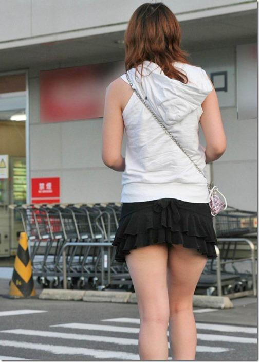 【ミニスカ絶対領域エロ画像】パンツが見えてなくても抜けそうなミニスカートのお姉さん画像(50枚)46-s