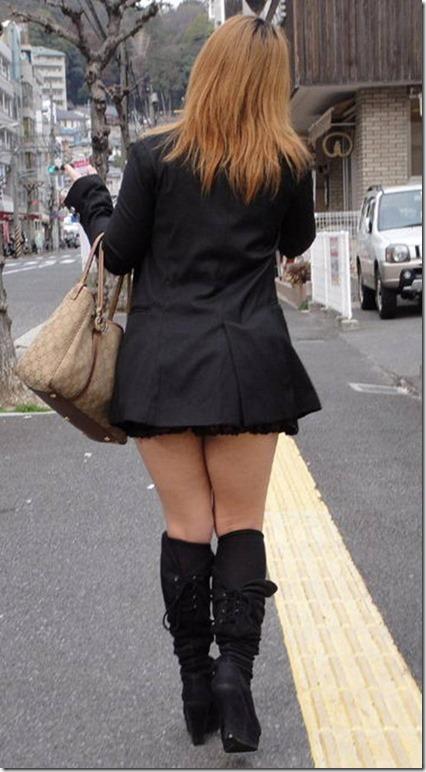 【ミニスカ絶対領域エロ画像】パンツが見えてなくても抜けそうなミニスカートのお姉さん画像(50枚)47-s