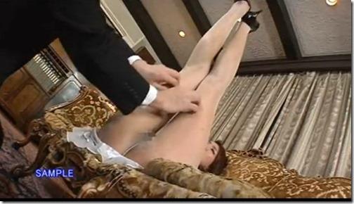 【パンストエロ動画】美脚自慢の人妻はパンストを脱がずに・・・。01