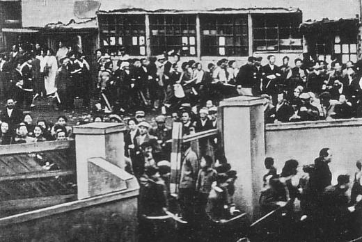長田区役所を襲撃する在日朝鮮人