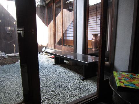 内庭と奥廊下