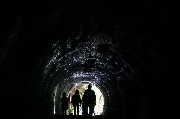 トンネルを抜けると・・