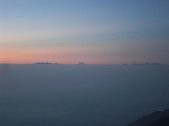 雲海の向こうに。。