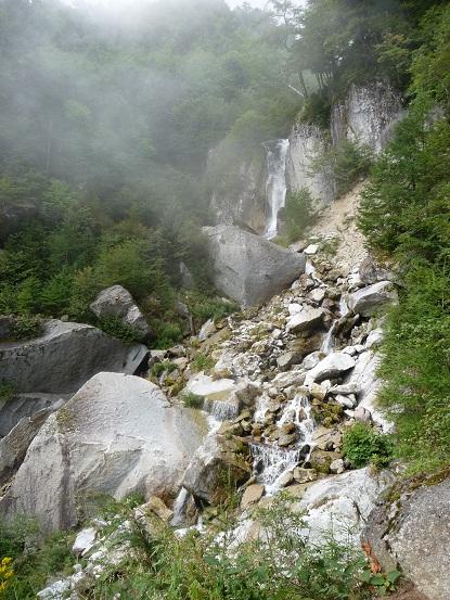 白糸の滝・・だそうです