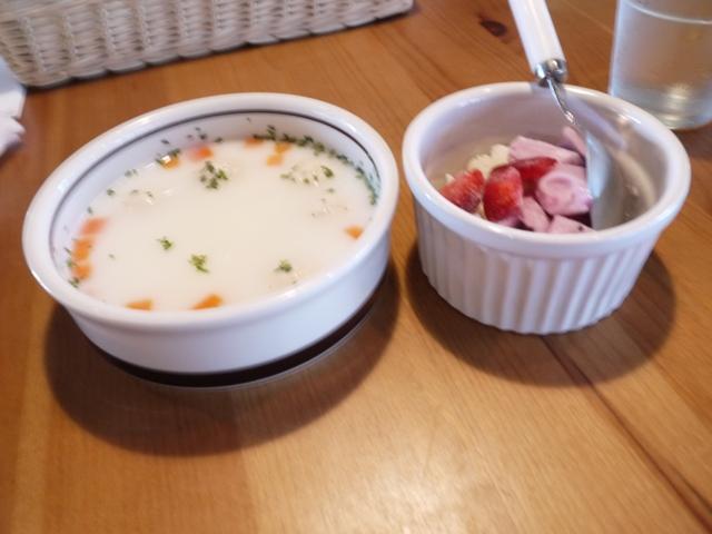 スープとフルーツヨーグルト