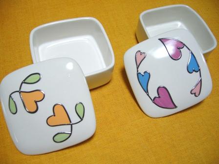 ハートデザインの陶器小物入れ2