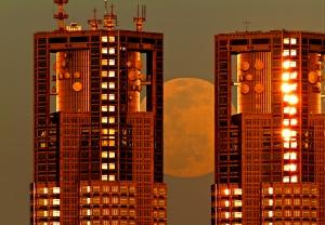 望遠レンズ満月