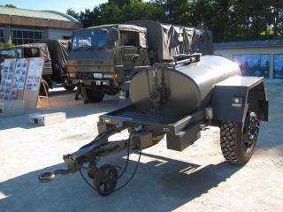 陸上自衛隊 1t水タンクトレーラ