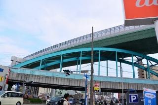 高速4号線東海線と東海道新幹線が交差する熱田区六番町一丁目交差点