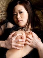 美巨乳おっぱい出して性感帯を自らイジるスケベ女子のオナニー