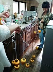 干し柿並べて