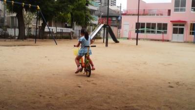 自転車に乗る第一子