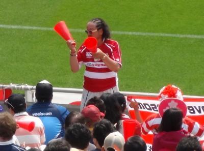 JAPANの試合を応援する近鉄応援くらぶの武広氏
