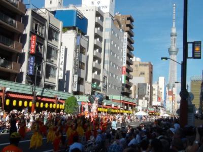 浅草サンバカーニバルと東京スカイツリー
