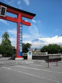 富士宮神社から見る富士山