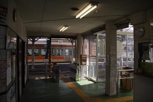 掛川駅舎内