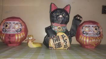 招き猫、ダルマ
