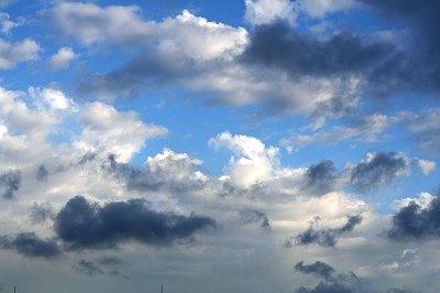 白い雲&グレーの雲