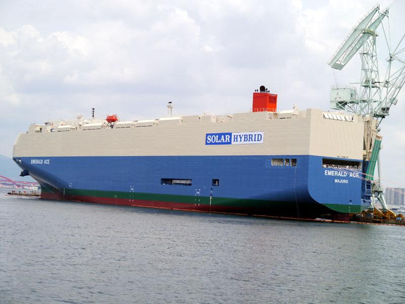 ハイブリッド自動車船「EMERALD ACE」