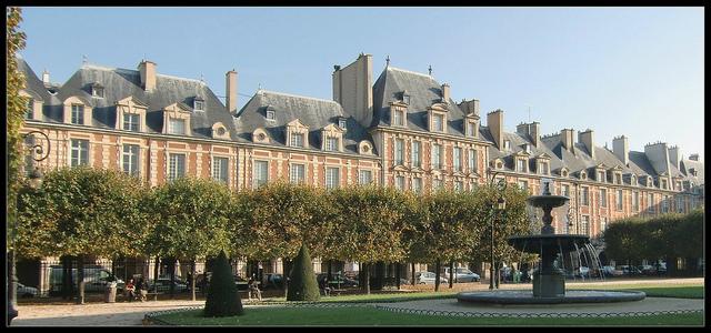 パリのヴォージュ広場