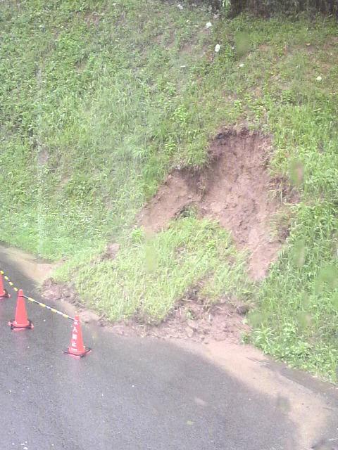 大雨のミニ土砂崩れ 1