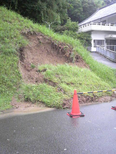 大雨のミニ土砂崩れ 2