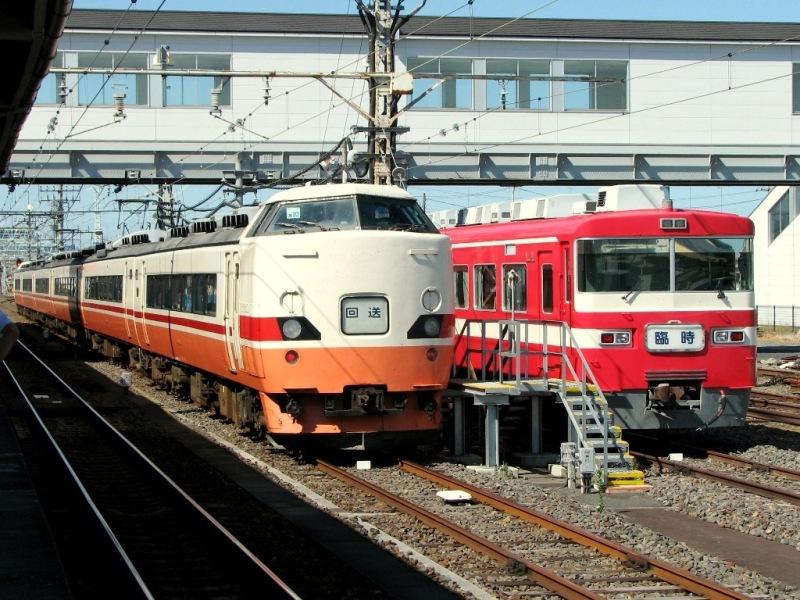 JR189系と東武1800系1819F