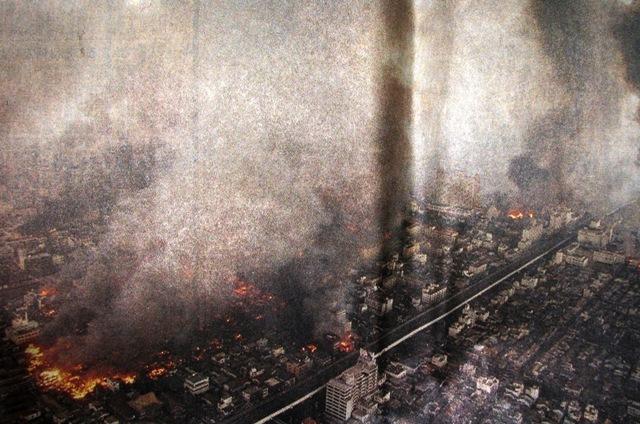 炎上する市街地