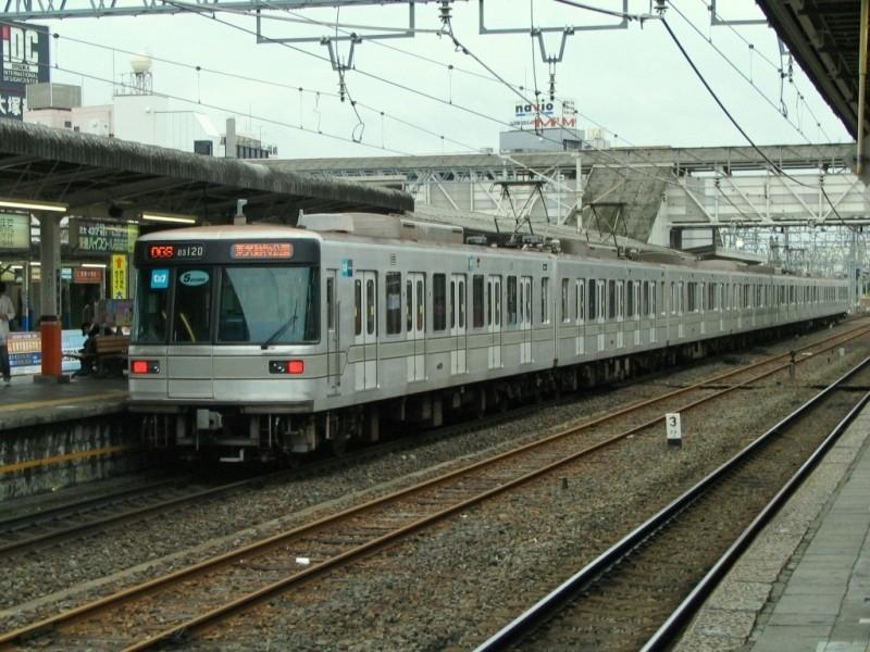 日比谷線03系5ドア車両