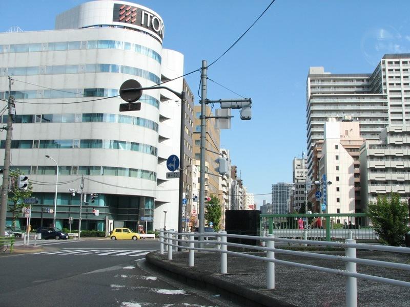地下鉄新富町駅付近