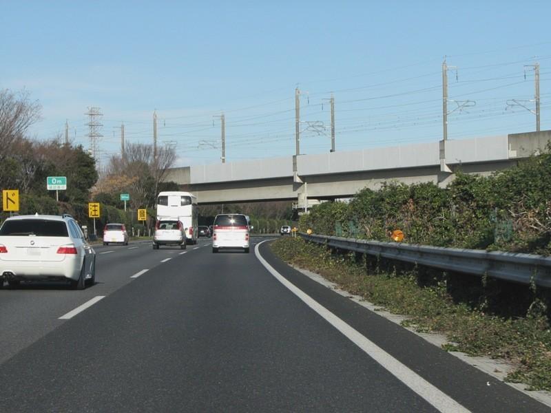 上越新幹線と交差