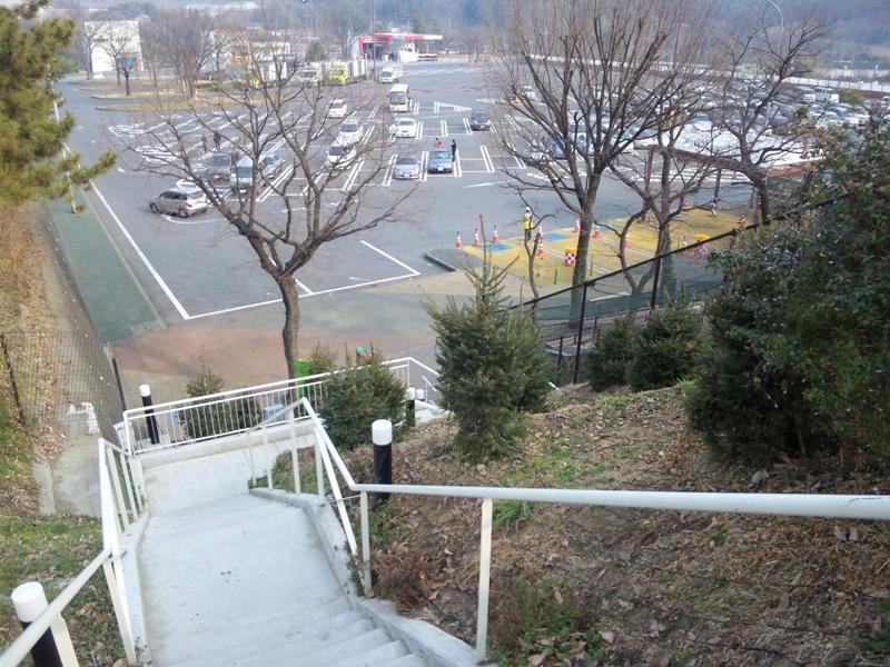 上下線を結ぶ階段