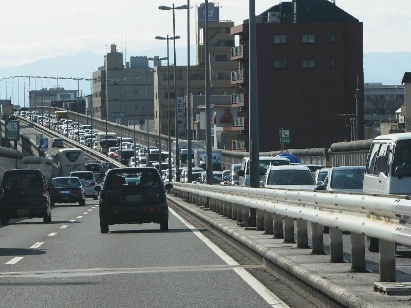 上り線大渋滞 車の大行列