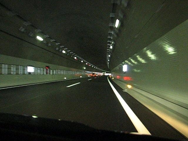 節電中のトンネル