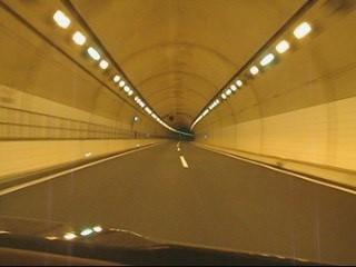 明るいトンネル