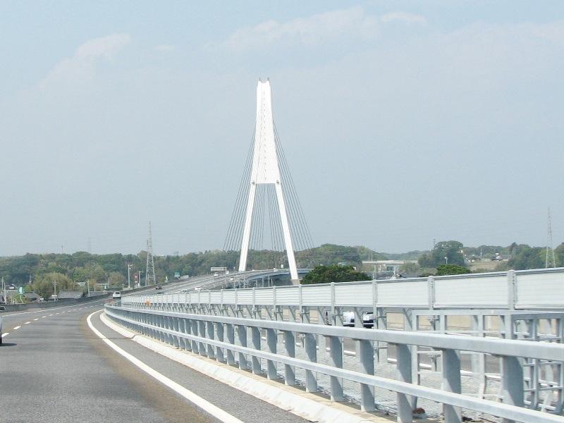 那珂川を渡る