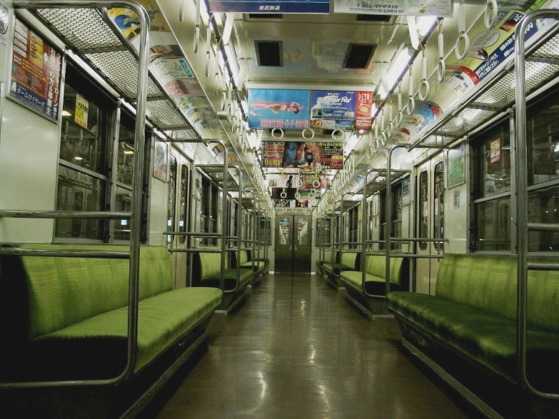 東武8000系車内