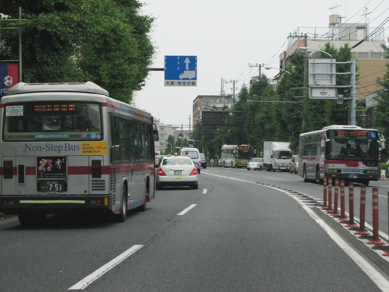 バス同士のすれ違い