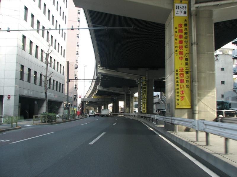 首都高速の一本足橋脚