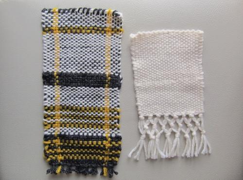 毛糸の手織り2つ