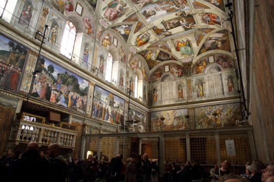 Sistine_Chapel_North_and_East_Walls_convert_20120818064826.jpg