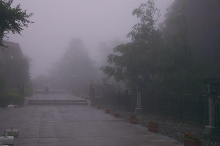靄煙る秋葉神社 二