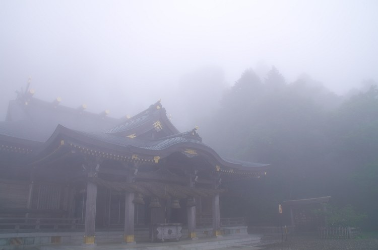 靄煙る秋葉神社 十