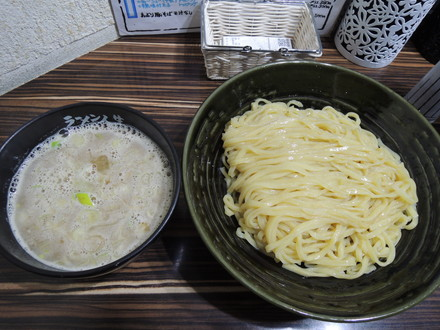 鶏煮込みつけ麺(830円)