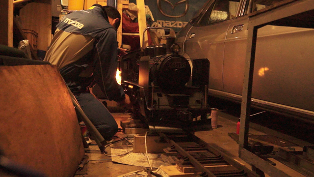 早朝、汽車磨き