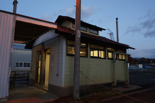 飯山駅の便所 ぼっとんです