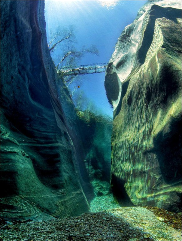 crystal-clear-waters-of-the-verzasca-river-09-580x769.jpg